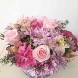 Cesta de flor variada rosa