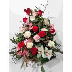 Cesto de rosas variadas