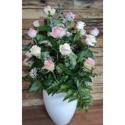 Centre de roses de tons pastel