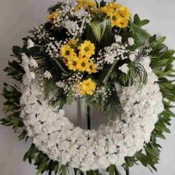 Corona de clavells blancs