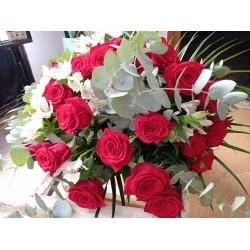 Ramo de 25 rosas y astromerias